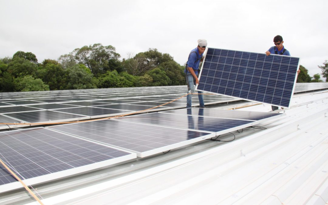 Geração distribuída a energia solar alcança 2 GW e R$ 10 bi de investimentos