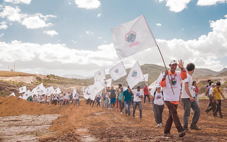 Marcha de Belo Horizonte a Brumadinho protesta contra crimes da Vale