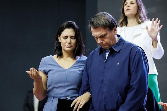 Bolsonaro quer subsidiar conta de luz de igrejas